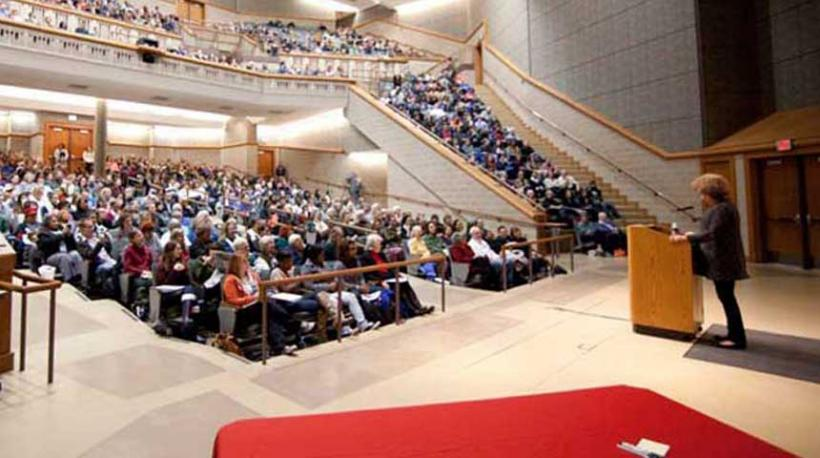 Angela Davis speaks at Budig Hall/Hoch Auditoria
